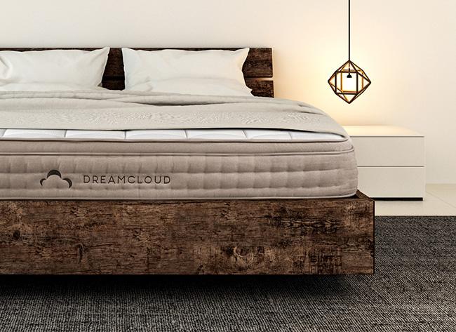 dreamcloud mattress product image