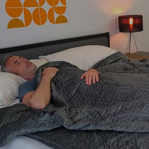 man using queen size gravity blanket
